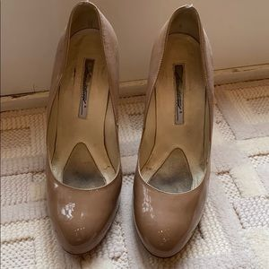 Brian Atwood nude patent pumps size 40